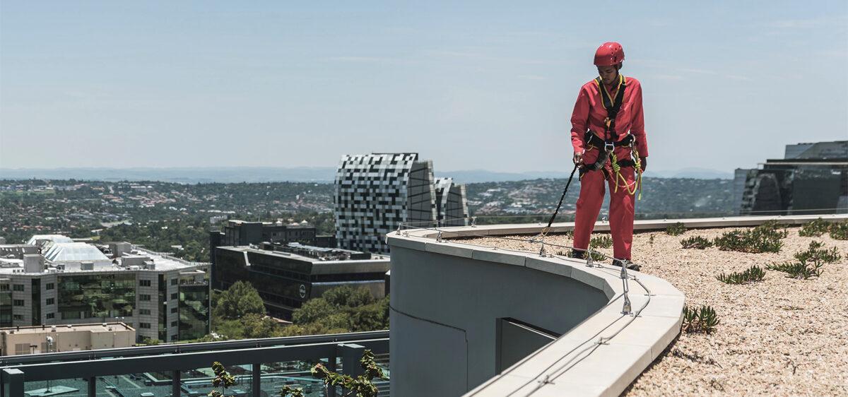 drošības trošu sistēma uz jumta